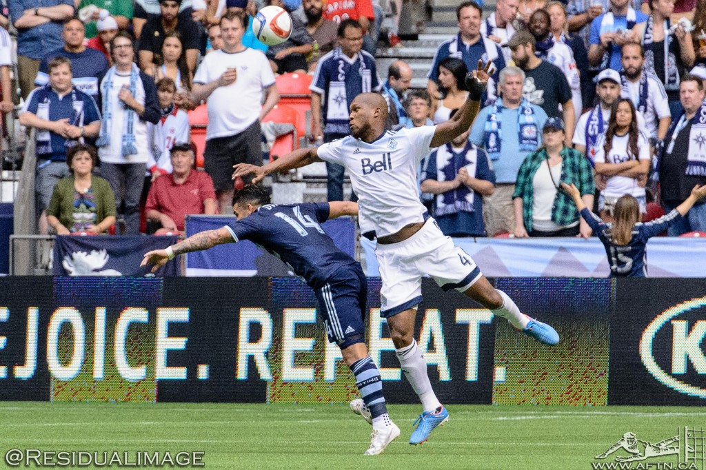 Kendall Waston v Dom Dwyer - The Battle In Pictures (11)