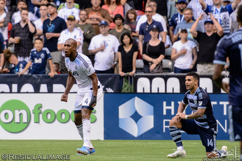 Kendall Waston v Dom Dwyer - The Battle In Pictures (12)
