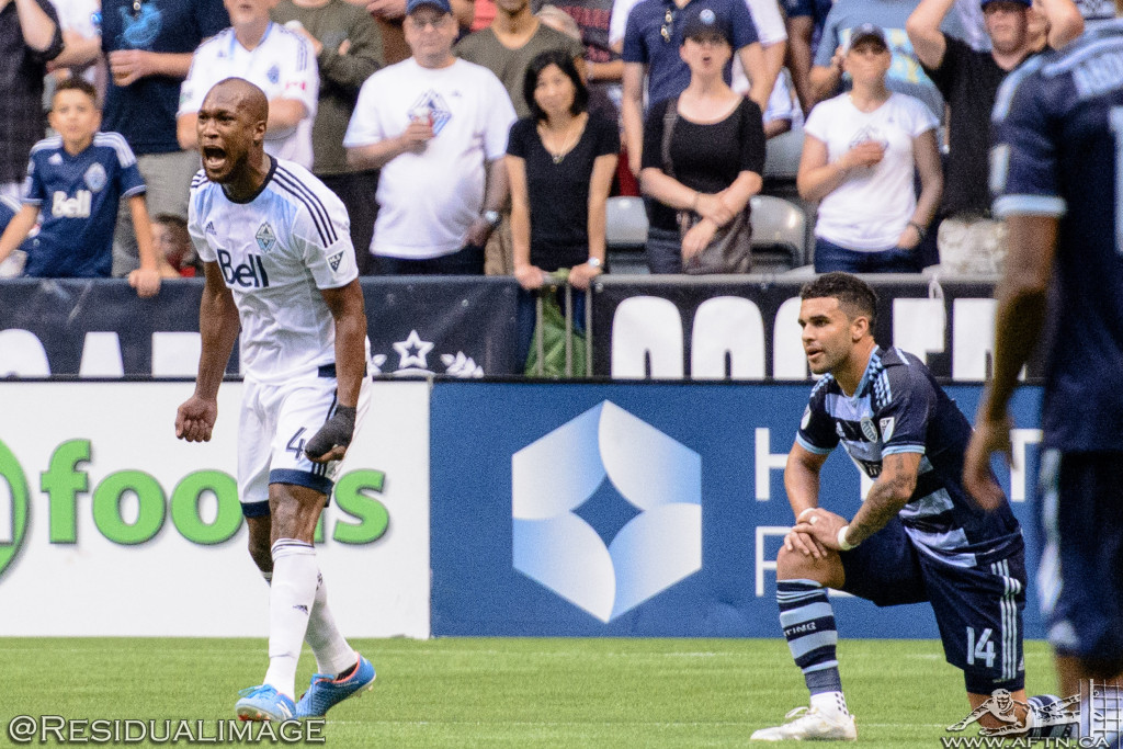 Kendall Waston v Dom Dwyer - The Battle In Pictures (13)
