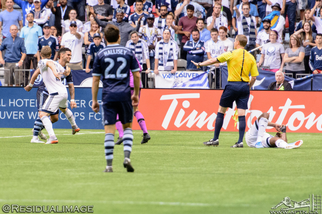 Kendall Waston v Dom Dwyer - The Battle In Pictures (15)